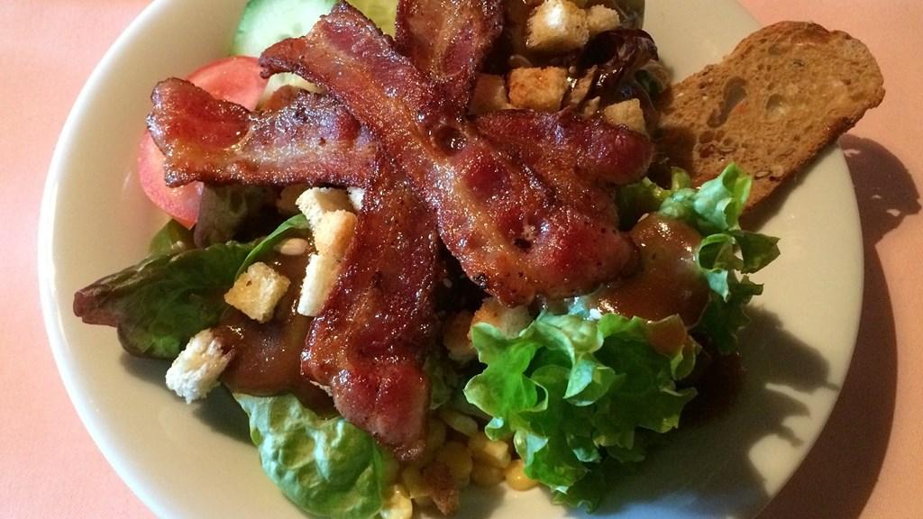 Salat med bacon og vinaigrette